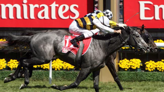 Bart's 12th Melbourne Cup victory was a cliffhanger with Viewed hanging on to score on the rails from a fast-finishing Bauer in 2008.