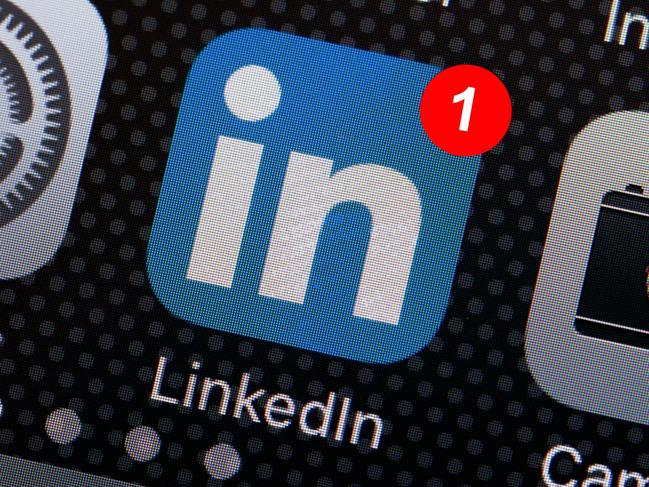 HM9F2M LinkedIn app icon on iPhone screen - USA