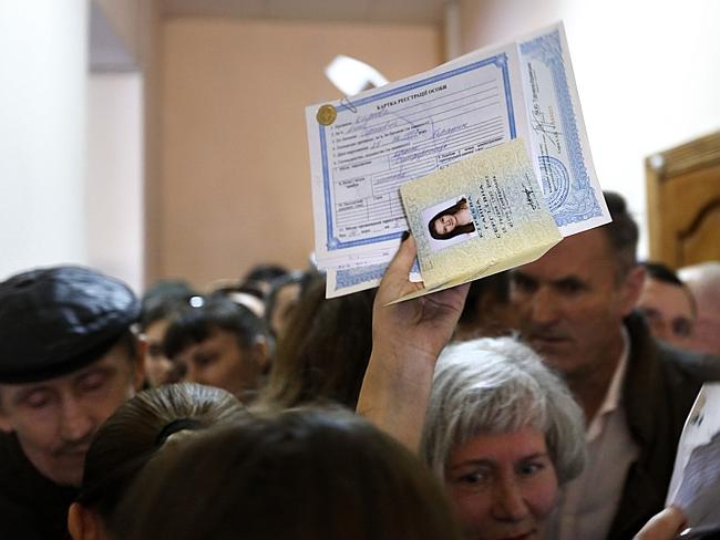 Allegiances ... residents gather in a passport centre to apply for Russian passports in Simferopol, Crimea, March 21, 2014. Picture: Maxim Vetrov