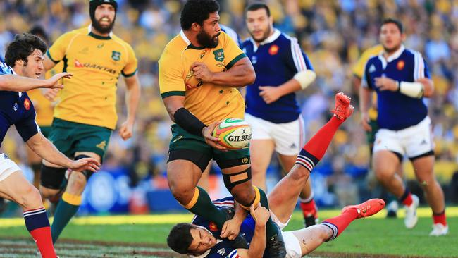 Tatafu Polota-Nau looks to offload to a Wallabies teammate.