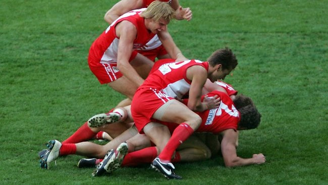 Leo Barry takes the match winning mark in a congested pack. 2005 Grand Final. Sydney Swans v West Coast Eagles. MCG. Picture: Craig Borrow