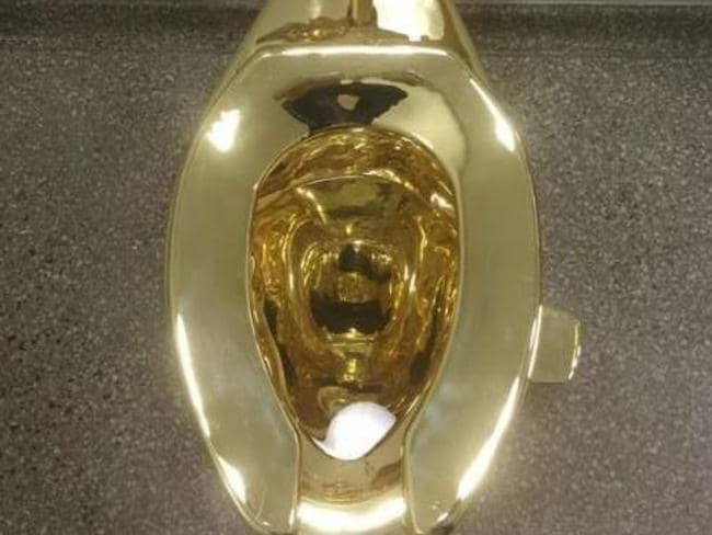 guggenheim museum in new york city offers functioning gold toilet. Black Bedroom Furniture Sets. Home Design Ideas