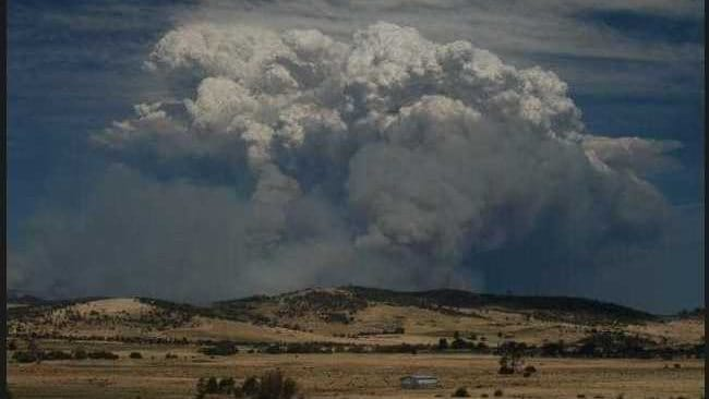 Smoke plume from a bushfire burning at Forcett in Tasmania. Photo: Twitter, @foodsideoflife