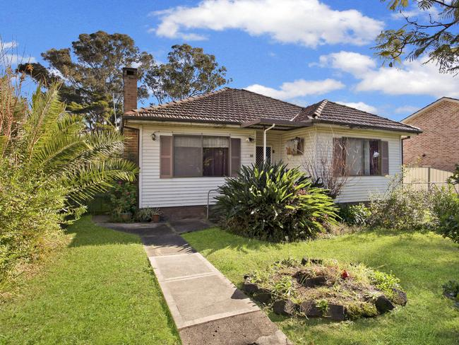 "<a href=""https://www.realestate.com.au/property-house-nsw-oxley+park-125954302"" target=""_blank"">81 Melbourne Street Oxley Park</a>"