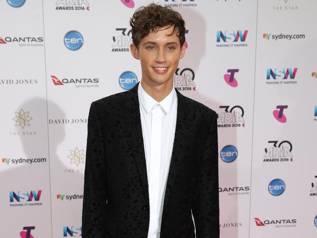 Troye Sivan on the red carpet at the 2016 ARIA Awards. Picture: Jonathan Ng