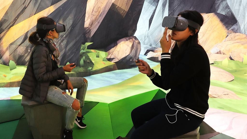 Technology experts predict Australians will be equally split between advanced and mobile virtual reality this year. Picture: Spencer Platt/Getty Images/AFP