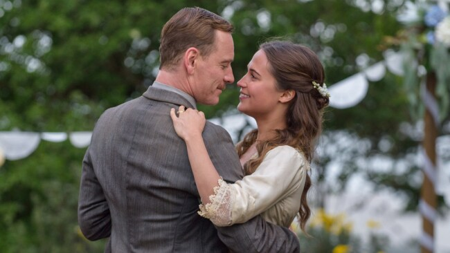 Tom Sherbourne (Michael Fassbender) and Isabel (Alicia Vikander) in a scene from THE LIGHT BETWEEN OCEANS. Photo: EOne