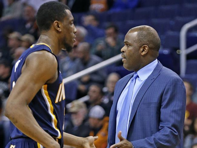 Indiana Pacers head coach Nate McMillan, right, shakes hands with guard Rodney Stuckey.