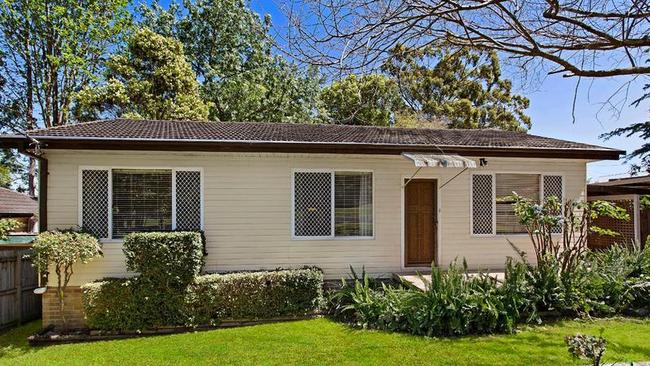 7 Linden St, North Gosford sold a day after listing.