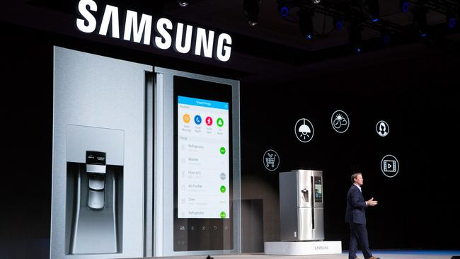 ces 2016 samsung shows family hub refrigerator lg security monitor. Black Bedroom Furniture Sets. Home Design Ideas