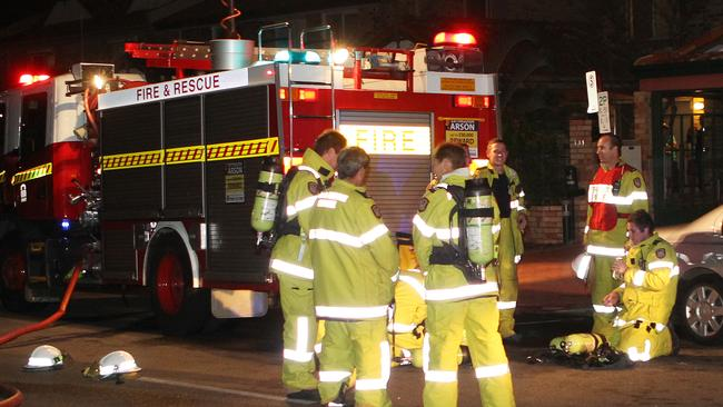 Man Hurt In Mullaloo Fire Wattle Grove Home Destroyed