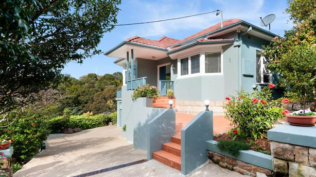 1 Gibson Rd, Mosman sold for $2.655 million; beating its reserve by $355,000.
