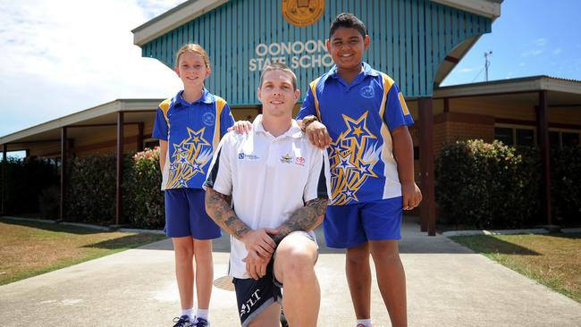 Ben Hampton visits Oonoonba State School, speaking with students including Zoe Mitchell and Brentyn Martin.