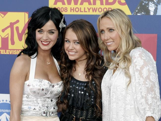 Katy Perry, Miley Cyrus and Cyrus' mum Leticia at the 2008 VMAs. (Photo: Chris Pizzello)