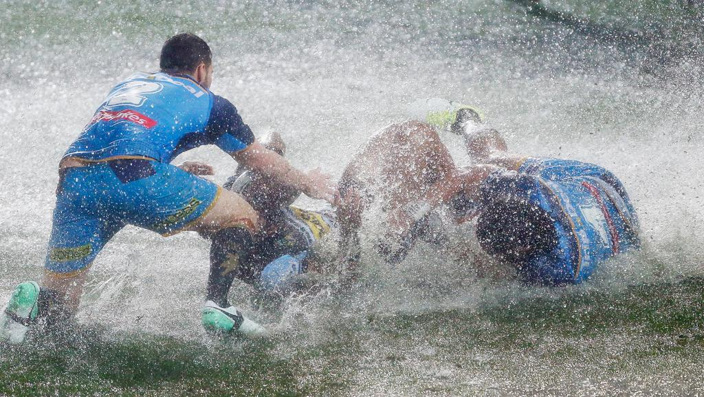 The Titans and Sharks make a splash in their Cbus Super Stadium clash last night. Picture: Jason O'Brien/Getty Images