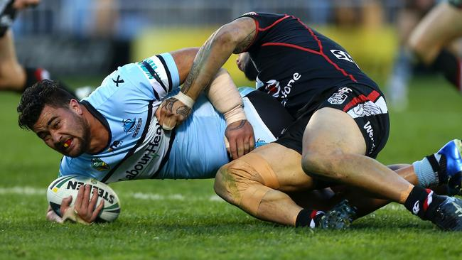 Andrew Fifita courageously battles on with a broken arm against the Warriors.