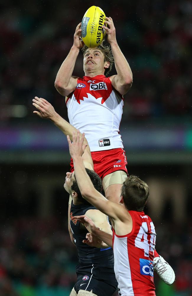 Dane Rampe flies high over Blaine Johnson. pic. Phil Hillyard