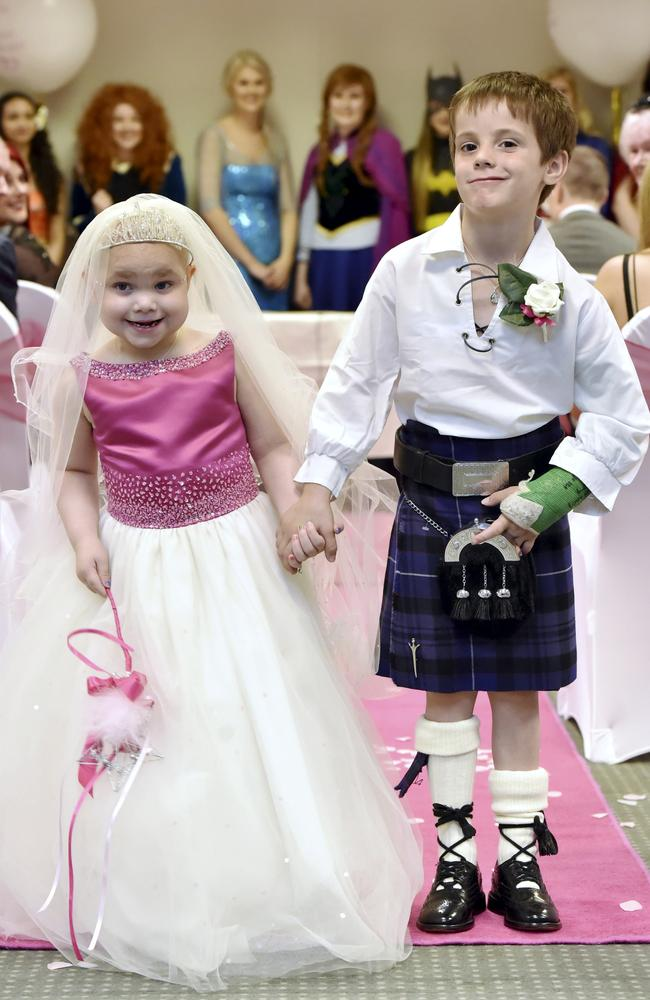 Eileidh Paterson, 5, and best friend Harrison Grier, 6, hold hands after the ceremony. Picture: SWNS/Mega