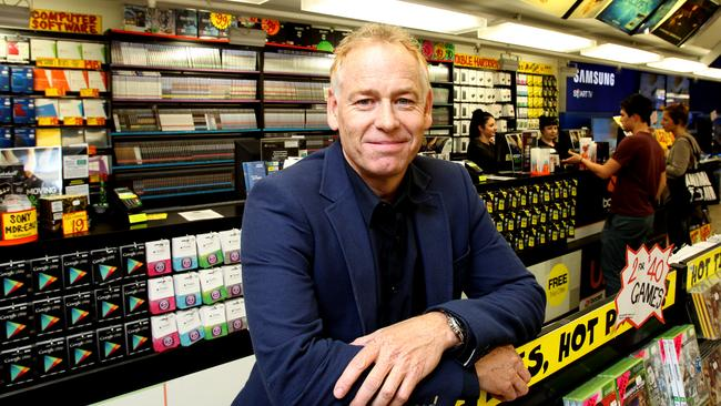 Former JB Hi-Fi chief Terry Smart is returning to the group.