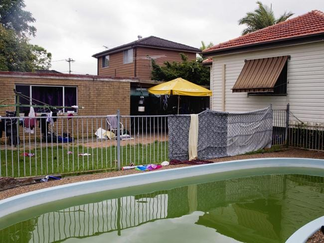 Toddler Drowns After Being Pulled From Back Yard Pool In Macquarie Fields Daily Telegraph