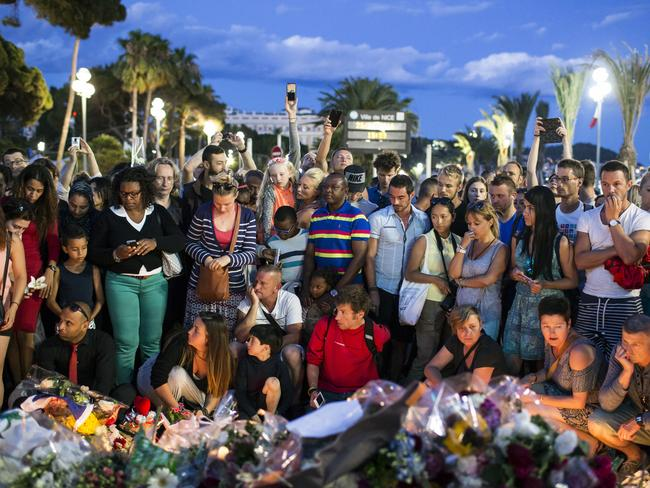 France Falls Silent for Nice Victims As Politicians Bicker