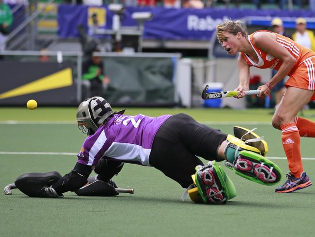Netherlands' Kim Lammers passes Australia's goalkeeper Rachael Lynch to score. Picture: Peter Dejong