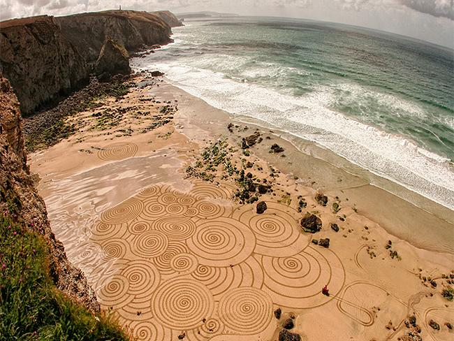Beach art: British artist Tony Plant works on Cornwall's beautiful beaches. Photo: Tony Plant