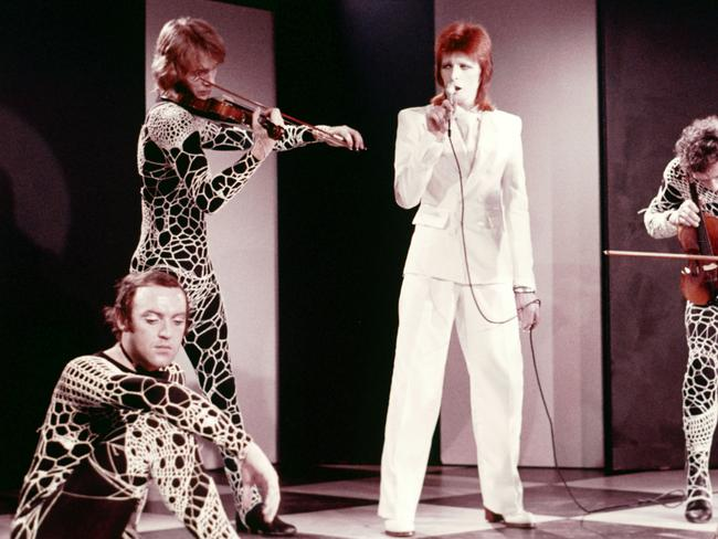 David bowie dead at 69 the singer songwriter s time in for 1980 floor show david bowie