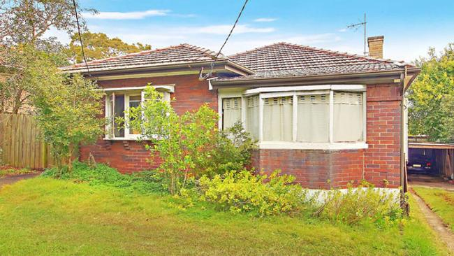 24 Hay St, West Ryde sold for $1,37 million.