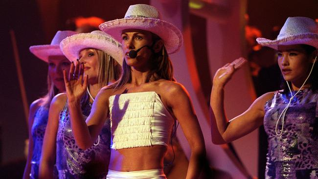 Cheyne and dancers at the 2000 ARIA Awards.