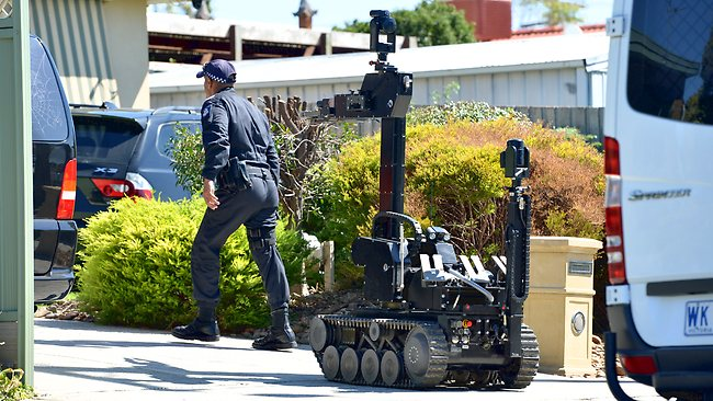 bomb disposal robot, bikie raids, Elwood