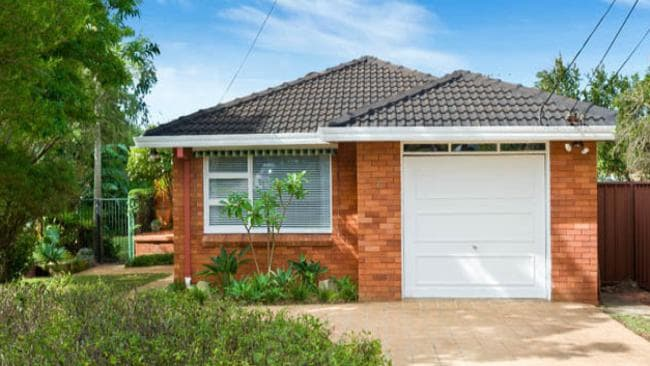 6 Kaloona Place Kirrawee is located in a cul-de-sac and sold roughly $110,000 over the reserve price.