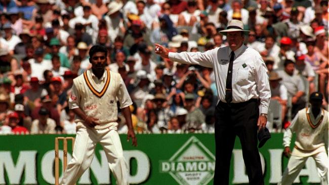 Upmire Darrell Hair no-ball's Sri Lanka's Muthiah Muralidaran during the 1995 Boxing Day Test. Picture: ...