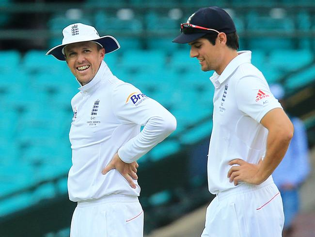 Graeme Swann (L) is stretching the friendship with Alastair Cook (R).