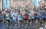 The field heads off on the 2008 Sunday Mail Bridge to Brisbane Fun Run. Picture: Adam Armstrong.
