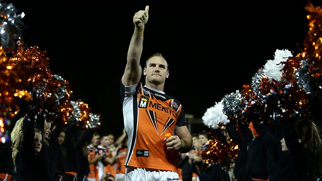 Gareth Ellis waves to crowd as he leaves the ground. Picture: Sam Ruttyn