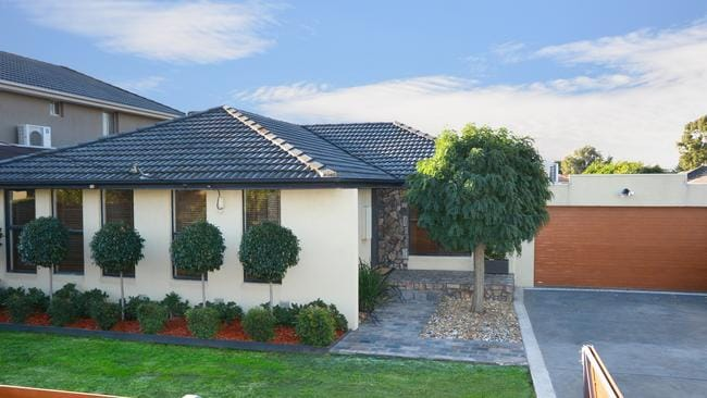 18 Dianne Drive Tullamarine Which Shares The Same Postcode With Gladstone Park Recently Sold 92000 More Than Its Reserve