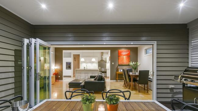 "<a href=""http://www.realestate.com.au/property-house-qld-greenslopes-124477498"">38 Ridge St, Greenslopes</a>."