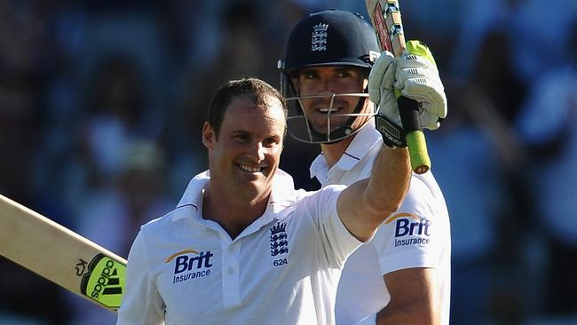 Andrew Strauss (L) and Kevin Pietersen clearly aren't on great terms.