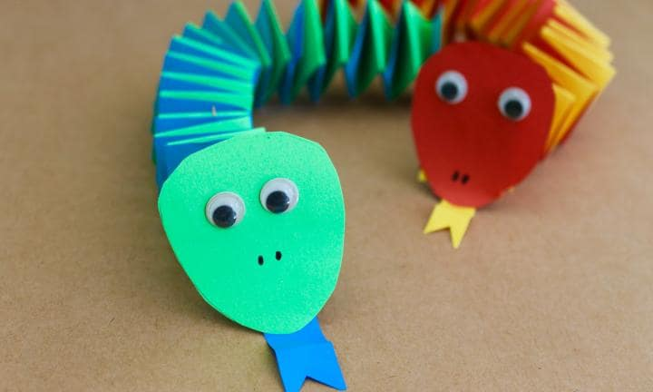 Paper accordion snakes