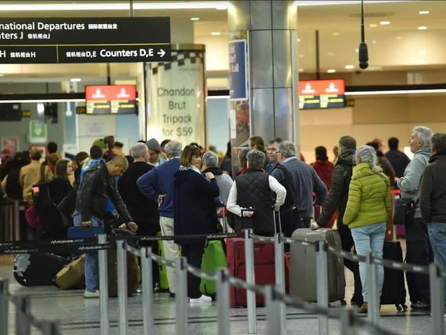Long lines at Melbourne Airport at 4am. Picture: Rob Leeson