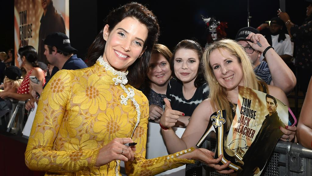 Cobie Smulders signs autographs at the fan screening of Jack Reacher: Never Go Back in New Orleans on October 16. Picture: Erika Goldring / Getty