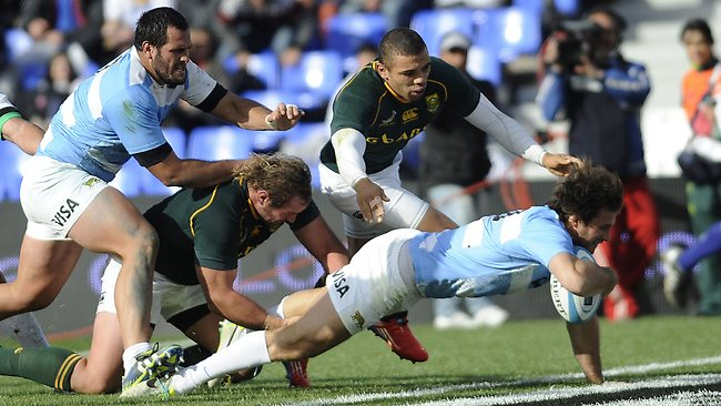 Marcelo Bosch dives over to score a try for Argentina. Picture: Andres Larrovere