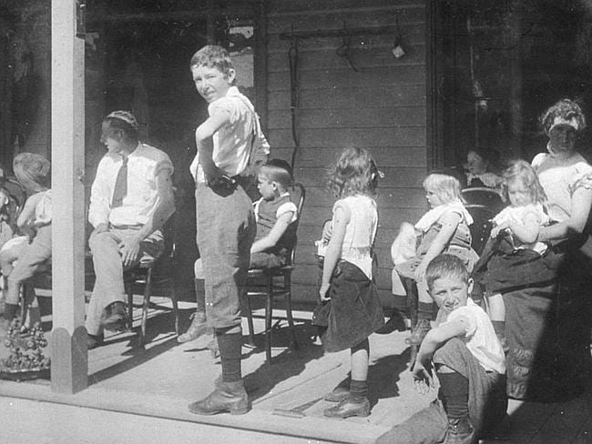 People awaiting smallpox vaccinations at Goondiwindi, QLD after an outbreak of the disease in 1913. Picture: State Library of NSW