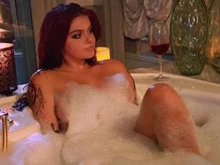 Ariel Winter posts racy bathtub snap