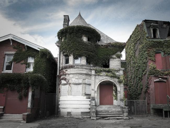 """The Temple Haunted Mansion (Detroit, MI) was the home of a triple murder that took place in August 1942."""