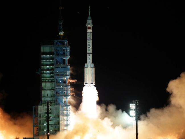 China launches new global space race