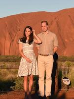Britain's Prince William (R) and his wife Catherine, the Duchess of Cambridge, stand in front of Uluru in the Northern Territory on April 22, 2014. Britain's Prince William, his wife Kate and their son Prince George are on a three-week tour of New Zealand and Australia. AFP PHOTO/POOL/William WEST
