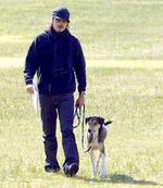 <p>Hollywood movie star Orlando Bloom walking his dog in Centennial Park in Sydney in 2005. Pic Toby Zerna</p>