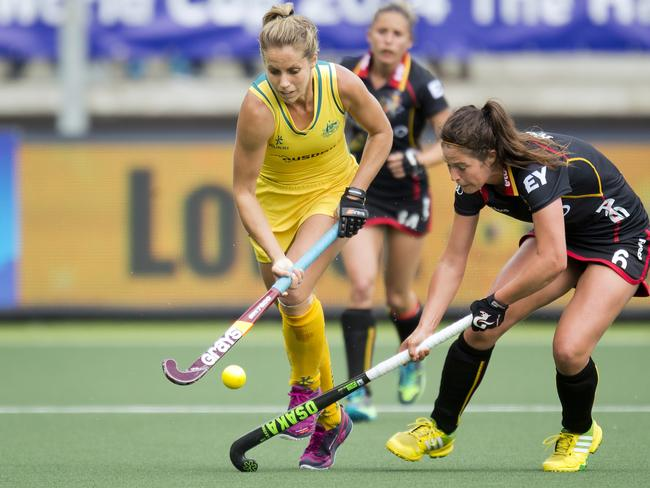 Belgium's Anouk Raes (right) and Australia's Kirstin Dwyer (left) compete for the ball. Picture: Evert-Jan Daniels